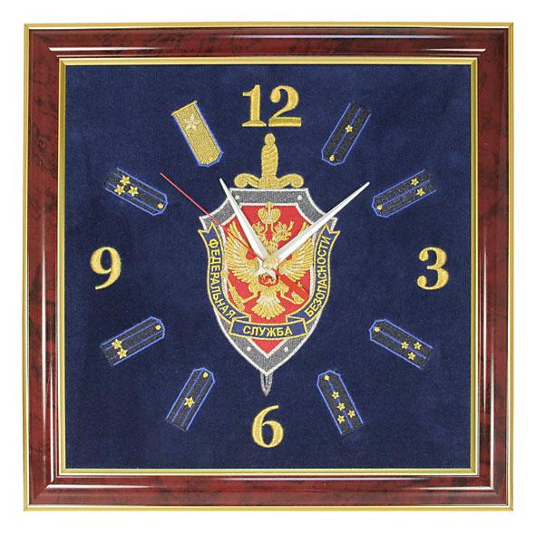 Часы подарочные вышитые на бархате в багетной рамке 35х35 см (ФСБ) 28060028 - 2806 Часы настенные вышитые